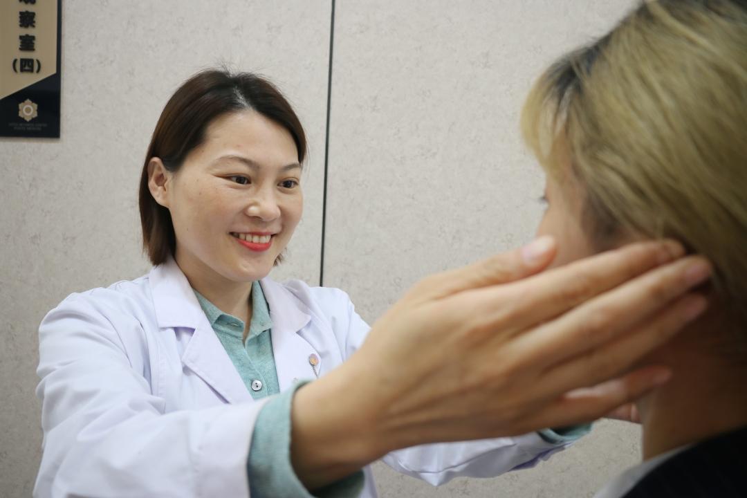 常用双眼皮贴会让眼皮下垂吗